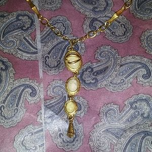 Oscar we la renta vintage necklace